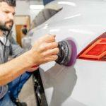 Homme réparation de carrosserie voiture Five Star Réunion réseau carrosserie mécanique révision entretien garages peinture